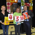 Leah McGuiness, left, and Debbie Kutzan from Plessis Road Family Centre pull 2015 Campaign progress out of cereal boxes.