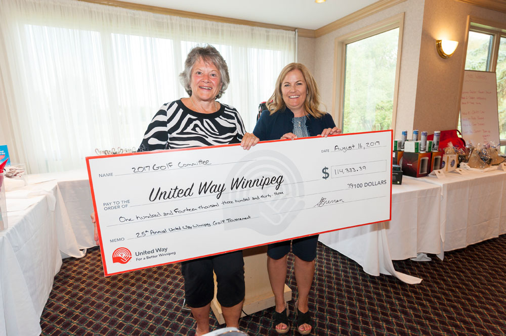 Volunteer Golf Committee Chair Serena Brennan, right, presents a cheque to Marilyn McLaren, volunteer Chair of United Way Winnipeg's Board of Trustees.